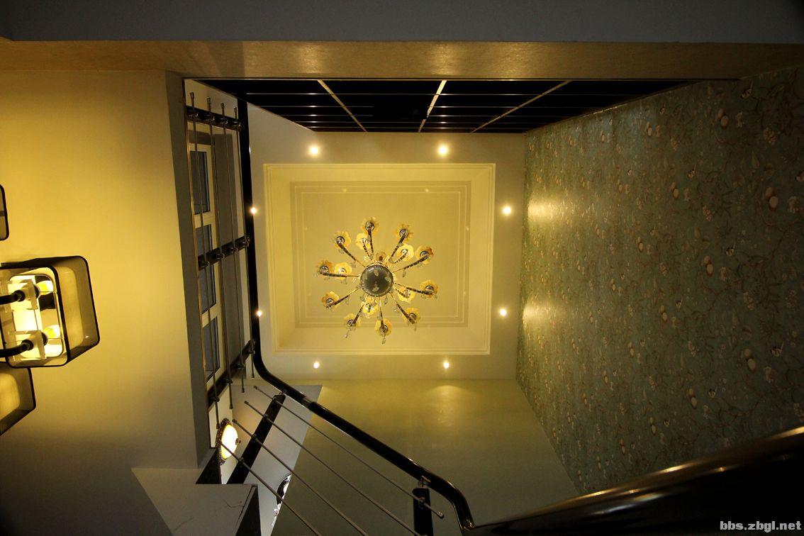 展厅楼梯间.jpg