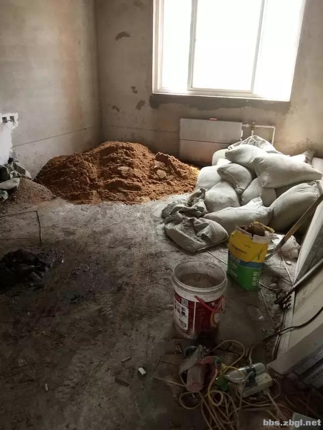 地砖铺到一半瓦工师傅却要求加工钱,看到这样的情况我也只能认了-3.jpg