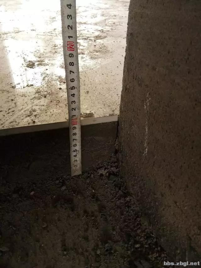 地砖铺到一半瓦工师傅却要求加工钱,看到这样的情况我也只能认了-4.jpg