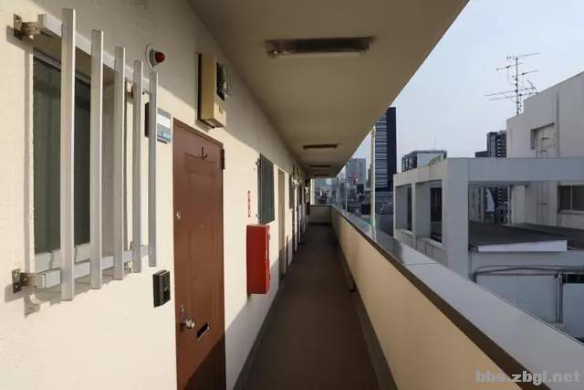 入户门外打柜子,在日本很流行,为什么国内小区却不允许?-7.jpg