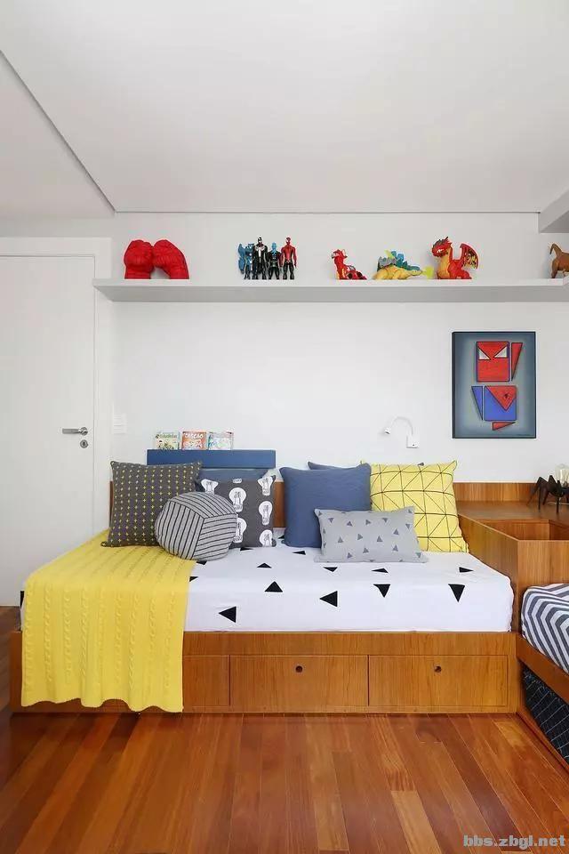 二胎家庭不做上下铺,越来越多人都把2张床靠墙放,中间做收纳柜-5.jpg
