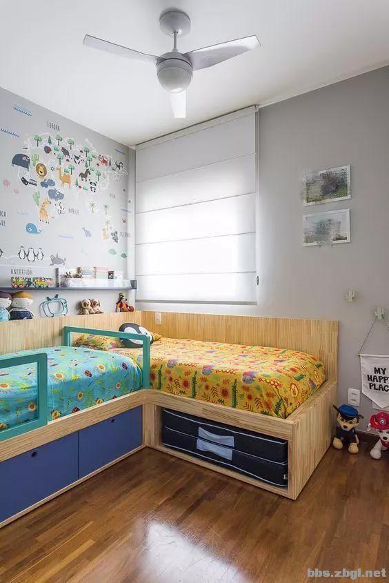 二胎家庭不做上下铺,越来越多人都把2张床靠墙放,中间做收纳柜-6.jpg