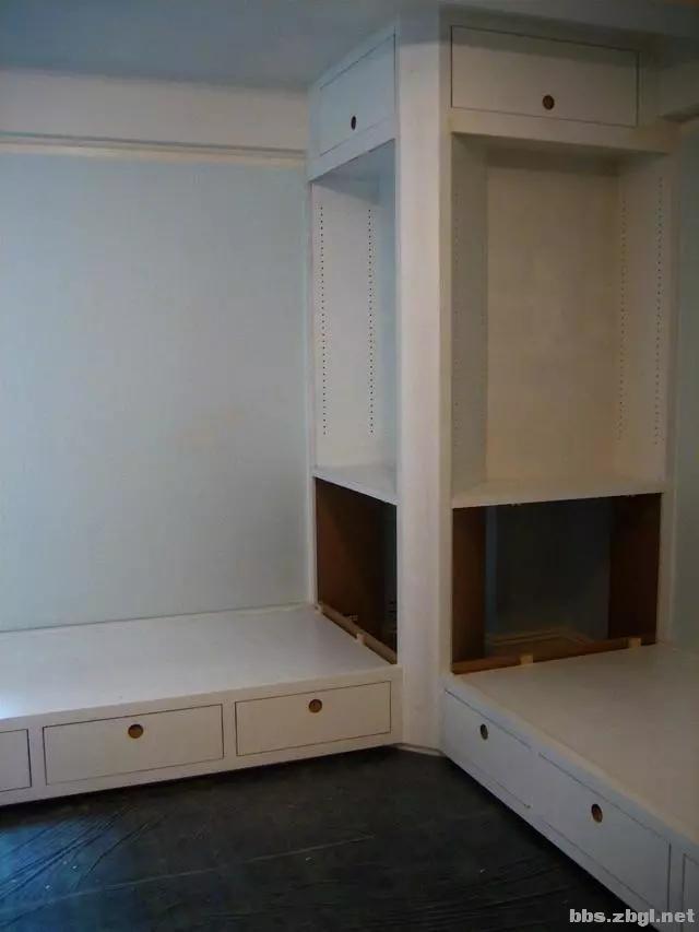 二胎家庭不做上下铺,越来越多人都把2张床靠墙放,中间做收纳柜-10.jpg