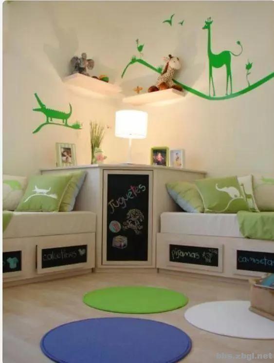 二胎家庭不做上下铺,越来越多人都把2张床靠墙放,中间做收纳柜-8.jpg
