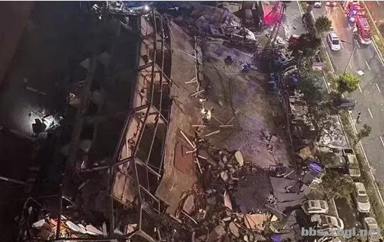 福建泉州酒店几秒倒塌!知情者:楼下装修拆掉了承重墙-1.jpg