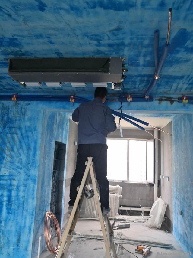 带有造型的吊顶和普通石膏线吊顶,哪个在客厅里会更实用?-4.jpg
