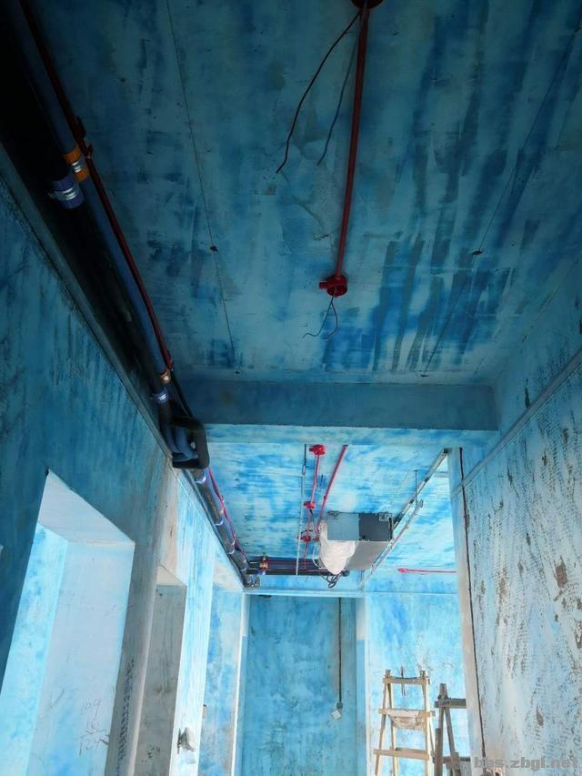 带有造型的吊顶和普通石膏线吊顶,哪个在客厅里会更实用?-5.jpg
