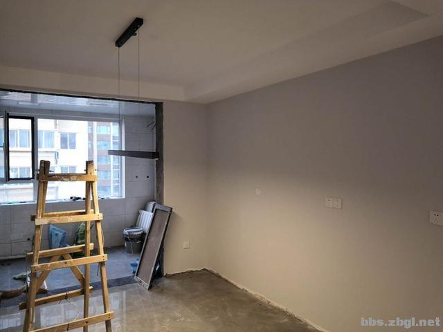 带有造型的吊顶和普通石膏线吊顶,哪个在客厅里会更实用?-10.jpg