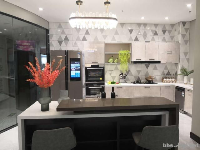 装修实景案例:150㎡现代轻奢风,开放式厨房遇上中岛台美到爆-8.jpg