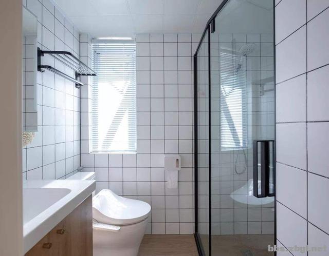 卫生间瓷砖颜色怎么搭配好?3种方案随你选,用上20年也不过时-1.jpg