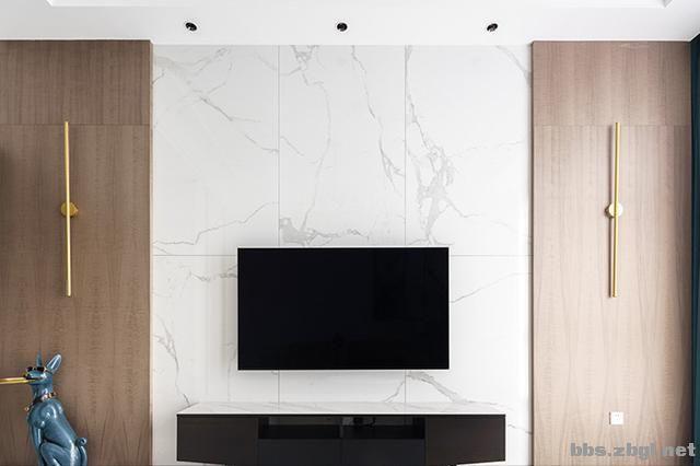 130㎡实拍装修案例:电视背景墙大理石+黄铜做装饰,简约轻奢-5.jpg