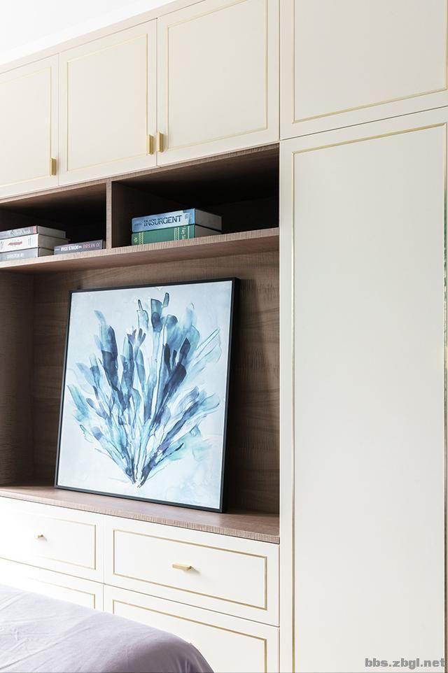 130㎡实拍装修案例:电视背景墙大理石+黄铜做装饰,简约轻奢-18.jpg