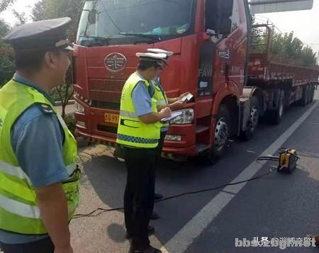 淄博交警开展联合执法行动,整治大货车交通违法-1.jpg