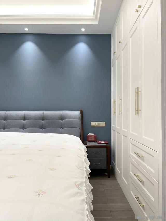 别再考虑用大白墙做床头背景墙了,设计师分享10种,实用还出效果-2.jpg