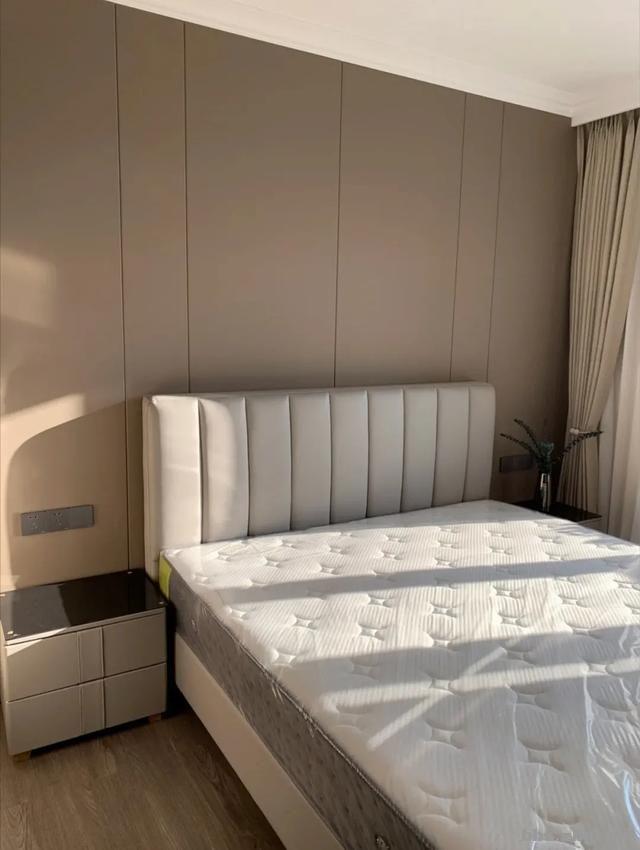 别再考虑用大白墙做床头背景墙了,设计师分享10种,实用还出效果-12.jpg